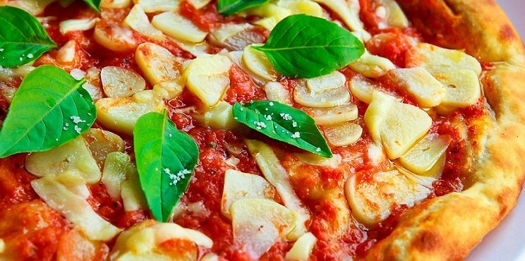 Image shows a delicious pizza of a veg diet